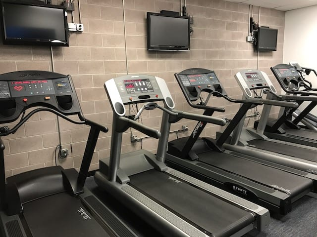 treadmills and tv's on walls for cardio training at gym in albuquerque nm